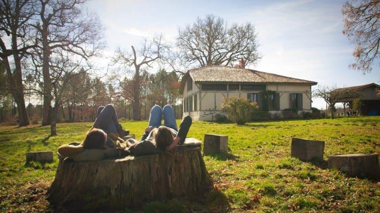 S-Camp - Canopée des Landes - Sieste sur un tronc jardin