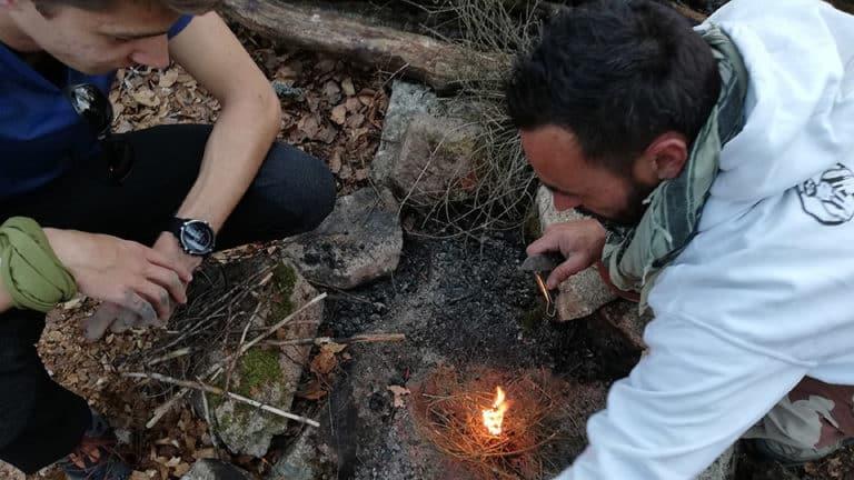 Niko Wild Exploration fait la feu